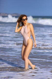 Ana-Braga-was-spotted-in-a-tiny-one-piece-swimsuit-at-the-beach-in-Malibu.-l7didpnomx.jpg
