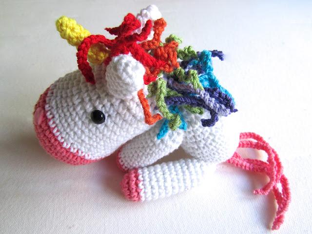 unicornio de amigurumi