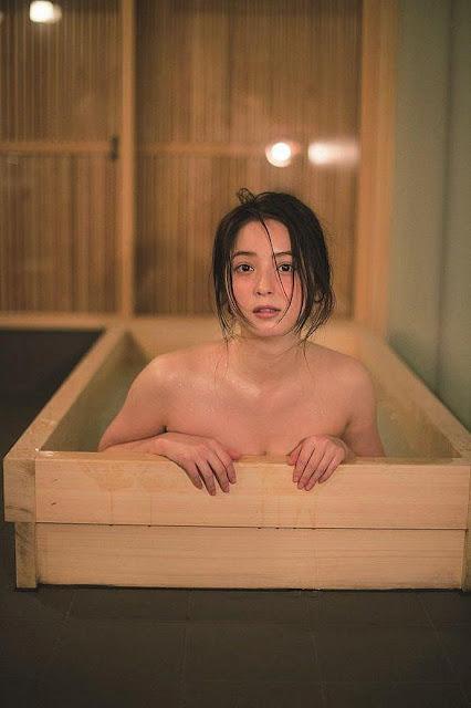 """Nóng bỏng với """"đệ nhất mỹ nhân"""" Nhật Bản: Chia tay chồng vì không hòa hợp chuyện chăn gối"""