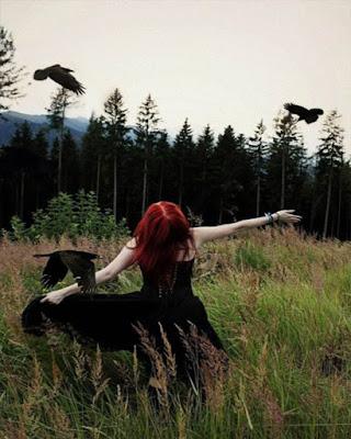 Foto tumblr en el bosque gotica