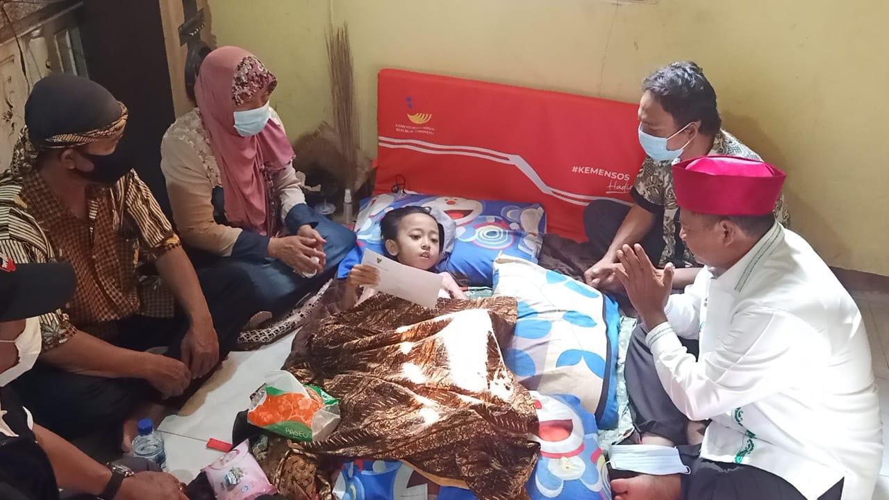 Wagub Jabar Jenguk Fery Korban Luka Bakar di Desa Banjarsari