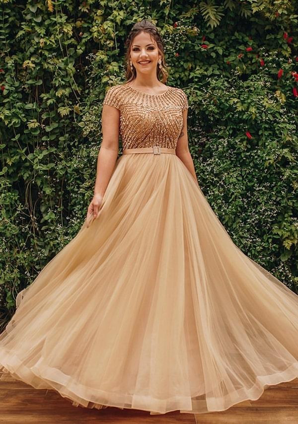 vestido de festa dourado com manga curta
