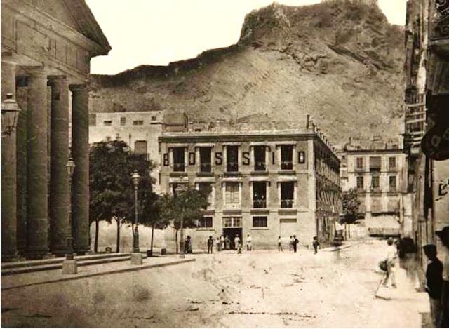 Fonda Bossio y teatro Principal en una fotografía de 1852 (Archivo Municipal de Alicante)
