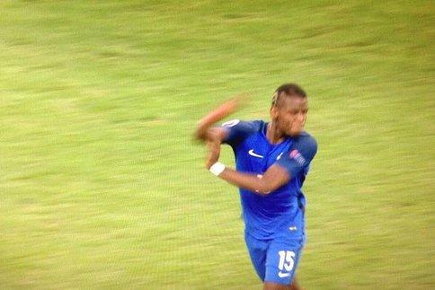 Tout à sa joie après le but marqué par Dimitri Payet dans les arrêts de jeu de la rencontre face à l'Albanie (2-0), Paul Pogba se serait fendu d'un bras d'honneur à destination de la tribune de presse.