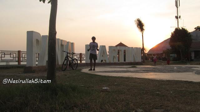 Bersepeda ke pantai kartini