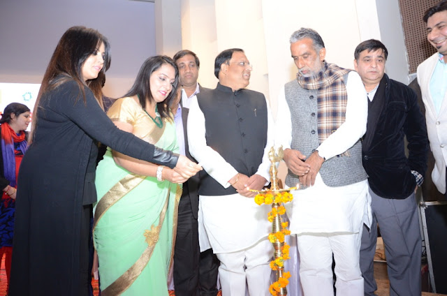 Mahima Chaudhary, Sonal GOyal and KIshan Pal Gujjar inaugrating the Kavi Sammelan