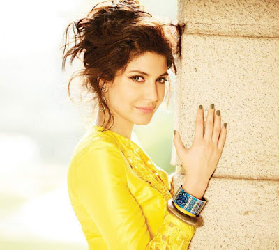 Anushka Sharma hot look photo