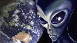 صرح بروفيسور كبير في ناسا  ان كائنات فضائية ذكية قد زارت الارض