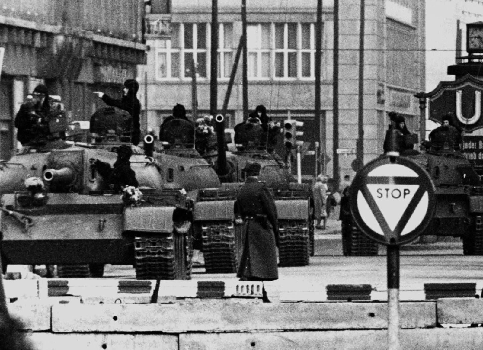Soviet tanks at Checkpoint Charlie October 27, 1961.