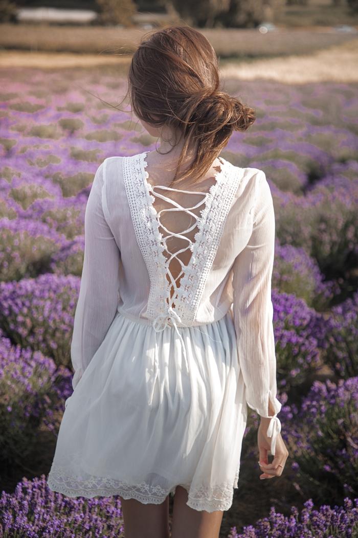 sukienka z wiązaniem na plecach
