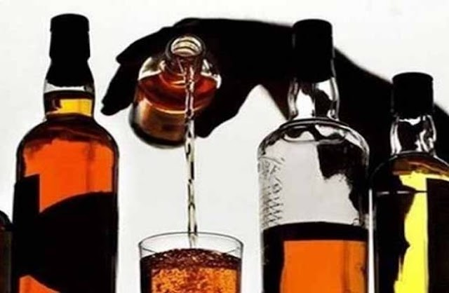 शराब व बाइक के साथ दो कारोबारी गिरफ्तार