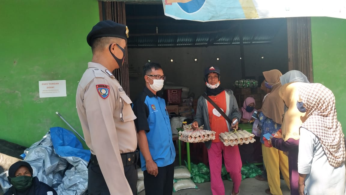 Personel Polsek Sebangau Kuala Awasi Penyaluran Penerima BPNT