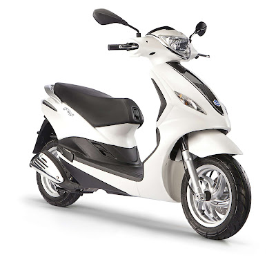 New 2016 Piaggio Fly 125cc Scooter white color pose