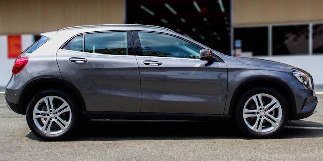 Mercedes GLA 200 2017 sử dụng Mâm xe 19-inch, 5 chấu với hai màu tương phản