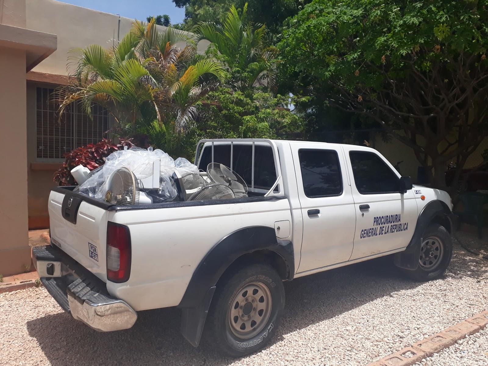 """Detienen camión de """"Ray Muebles"""" con mercancías robadas en Pedernales"""