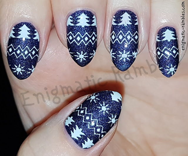 Blue-Fair-Isle-Festive-Nails-Nail-Art