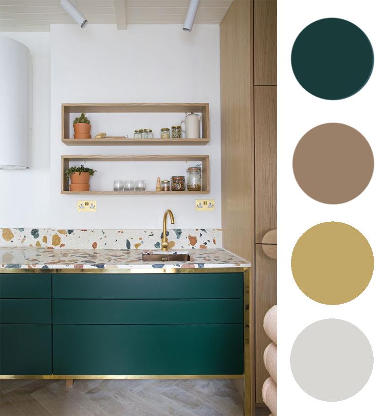 zielony z drewnem i złotymi elementami w kuchni