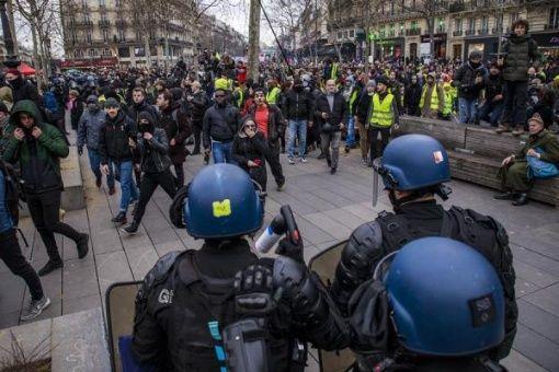 Chalecos Amarillos realizan jornada 65 de protesta en Francia