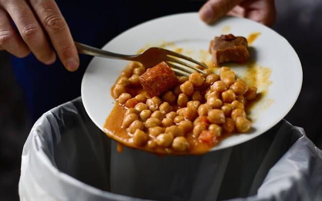 Πόσο φαγητό πετάνε οι Έλληνες – Ποιο τρόφιμο καταλήγει περισσότερο στον κάδο