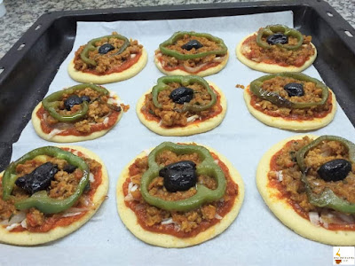 ميني بيتزا رائعة  بعجين مميز