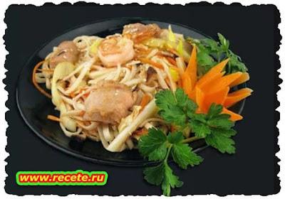 Oriental Chicken with Zucchini Noodles
