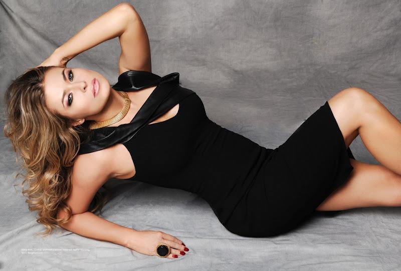 Carmen Electra Up Skirt 91