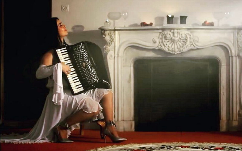 """Last Tango by Zoe"": Νέο video clip της Ζωής Τηγανούρια"