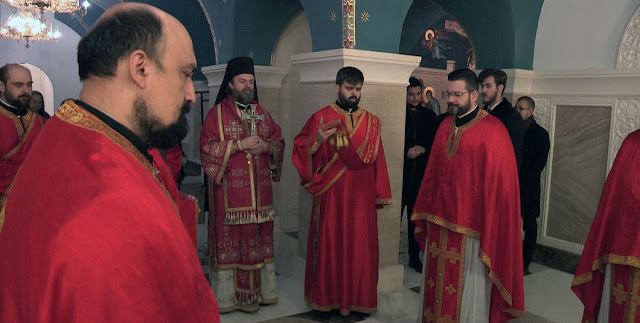 Владика Стефан служио свету Литургију и помен на гробу патријаха Иринеја у крипти храма Светог Саве