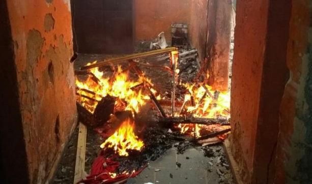 Homem ateia fogo em casa após término do relacionamento em Porto Velho