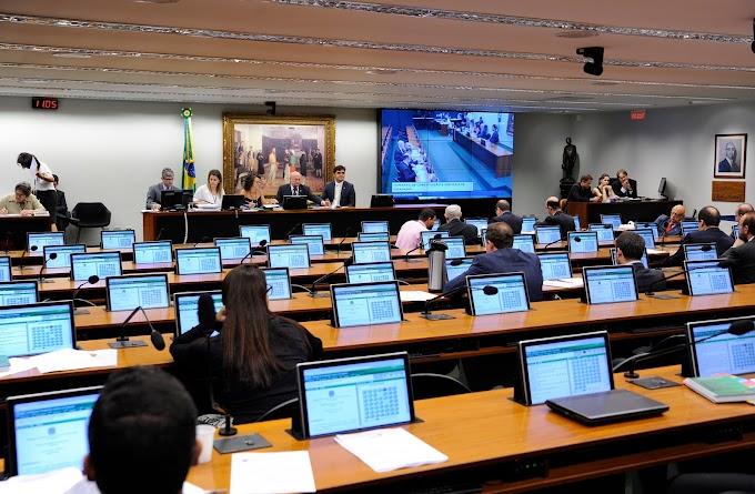 Relator entrega parecer favorável à reforma da Previdência na CCJ