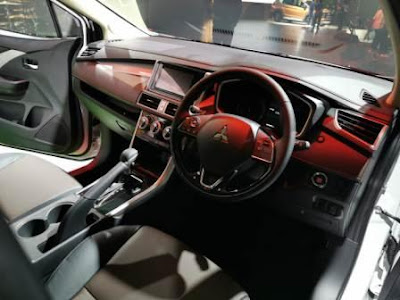 Interior  Mitsubishi Xpander Cross