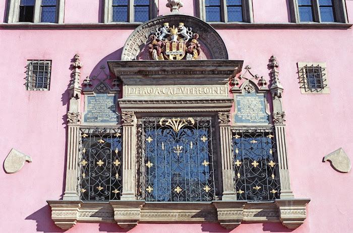 Prague, place de la Vieille-Ville, Staroměstské náměstí, Hôtel de Ville, Kříž, Praga caput regni, © L. Gigout, 1990