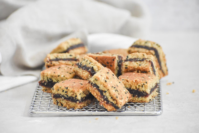 Date-filled biscuits (makrouta)
