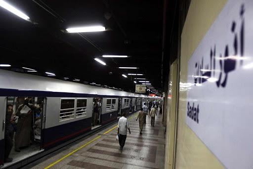 بالصور- تركيب الماكينات الذكية الجديدة بمحطات المترو بداية لاقرار زيادة اسعار التذاكر