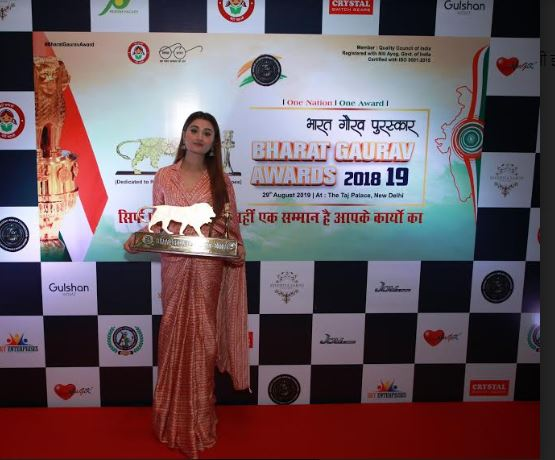 Arushi Nishank felicitated by Bharat Gaurav Award Foundation