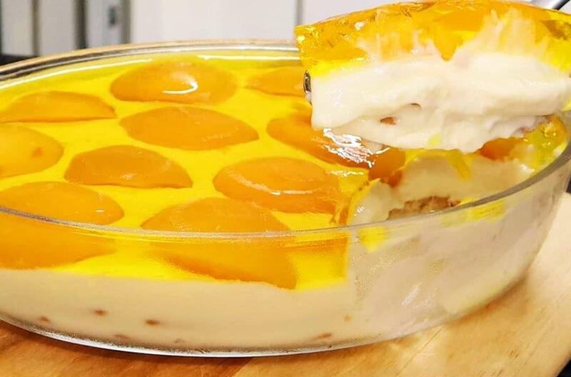 Pavê cremoso de pêssego com cobertura de gelatina