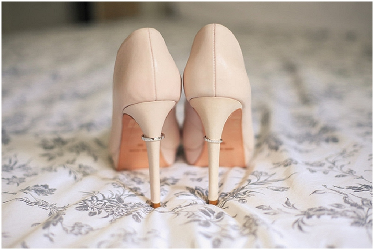 photographe mariage alliances chaussures