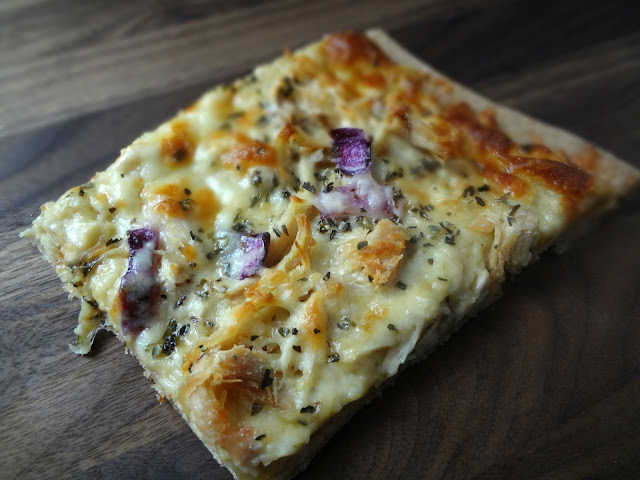 Roasted Garlic, Chicken, and Herb White Pizza