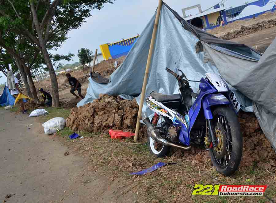 Crash, Pembalap Purbalingga Terlempar ke Lahan Tambak, Indonesia Darurat Sirkuit