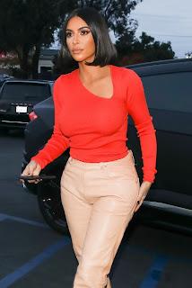 Kim-Kardashian-Braless-Shopping-at-%E2%80%9CA-Beautiful-Mess%E2%80%9D-in-Agoura-Hills.-p7h5n4kbzm.jpg