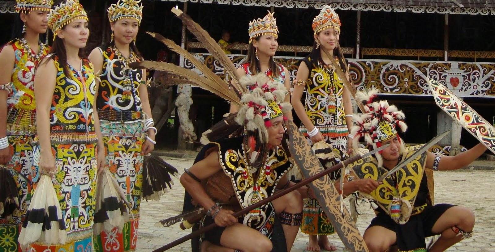 1. Suku Dayak di Kalimantan