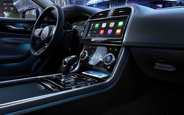 Jaguar XE 2020 trang bị nhiều tiện nghi trong khoang nội thất