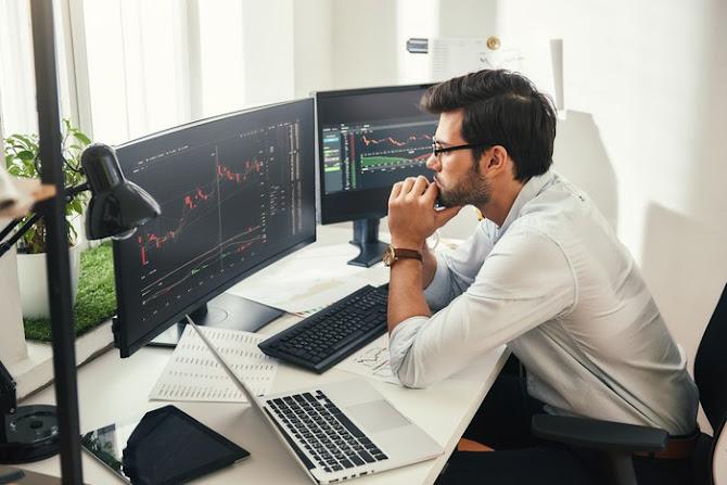 Pemuda investasi dan main saham