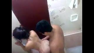 Video caseiro com mulher casada dando uma rapidinha com outro macho