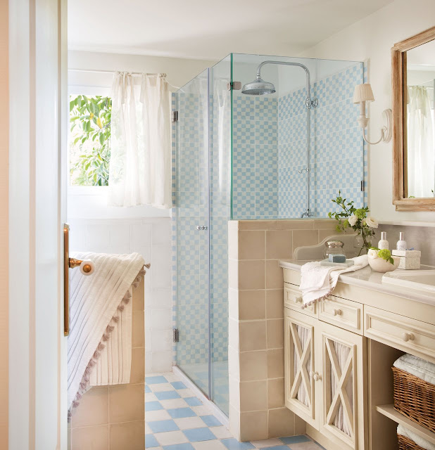 bathroom pale blue and beige | elmueble