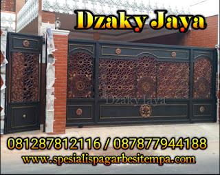 Contoh Model Pintu Gerbang Besi Tempa Klasik Motif Islami untuk Masjid atau rumah klasik bergaya Islami.