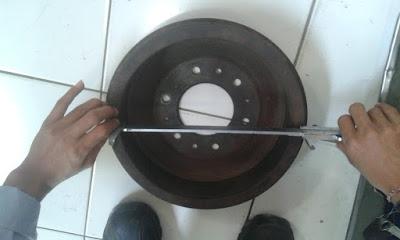 Mengukur diameter dalam tromol