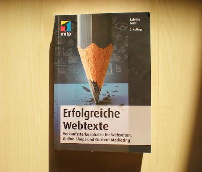 """Das Buch """"Erfolgreiche Webtexte"""" von Sabrina Forst."""