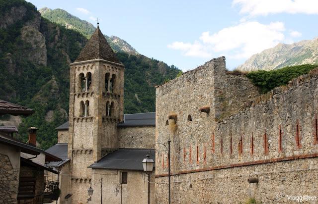 Il bel campanile romanico della Chiesa di Vinadio