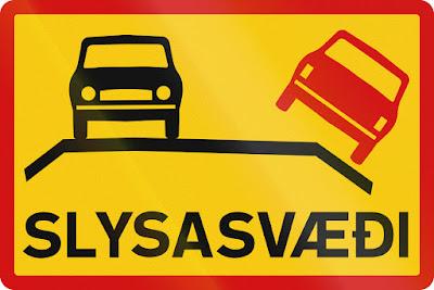 Cartel de advertencia de trafico para no destrozar tu coche en Islandia